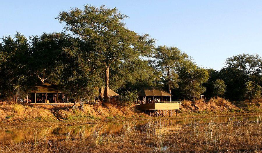 Ruckomechi Camp